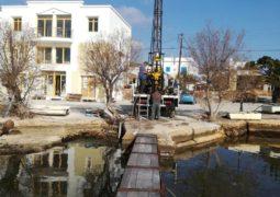 Δοκιμαστικές γεωτρήσεις για τρία έργα στο λιμάνι του Αδάμαντα
